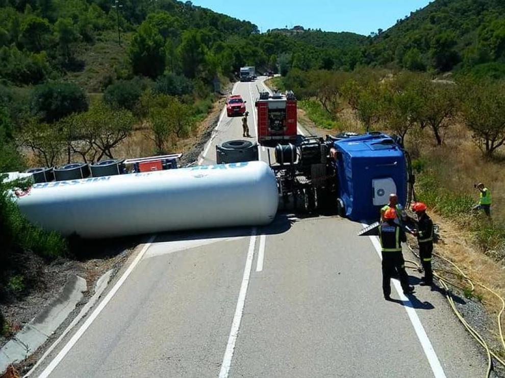 Accidente con mercancías peligrosas ocurrido hace un año en la N-211 cerca de Mequinenza.