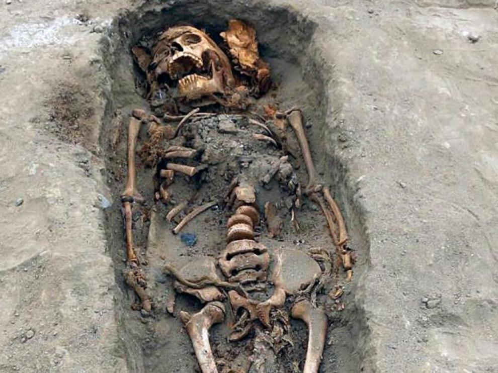 Uno de los restos de un niño hallados en Perú