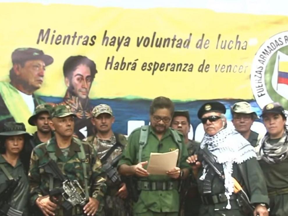 Iván Márquez, en compañía de el. Paisa y santrich anuncia el regreso a la lucha guerrillera