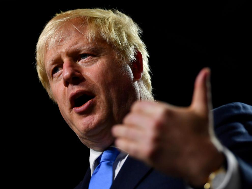 FILE PHOTO: Britain's Prime Minister Boris Johnson gestures during a news conference at the end of the G7 summit in Biarritz, France, August 26, 2019. REUTERS/Dylan Martinez/File Photo [[[REUTERS VOCENTO]]] BRITAIN-EU/PARLIAMENT