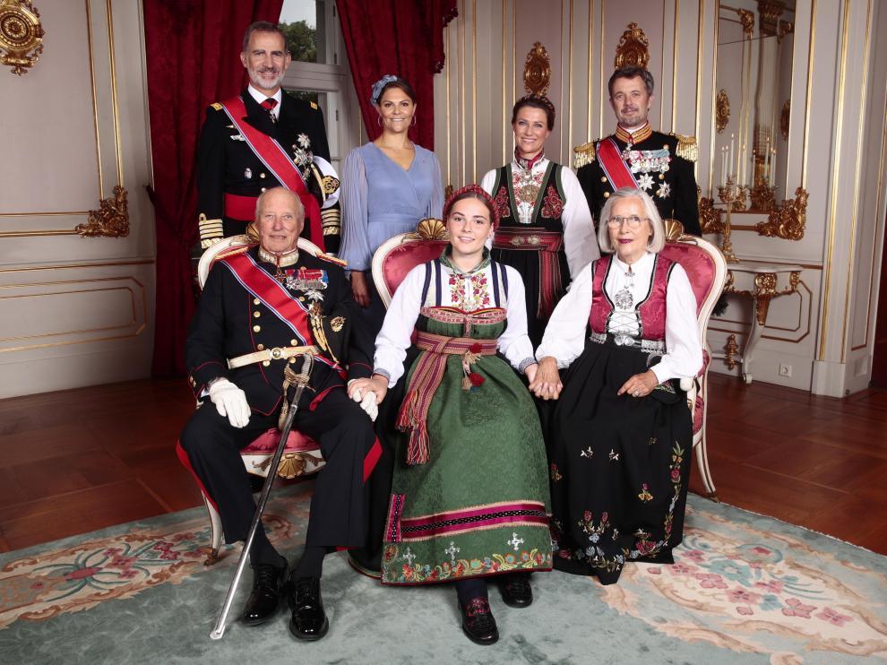 La familia real noruega, junto al rey Felipe