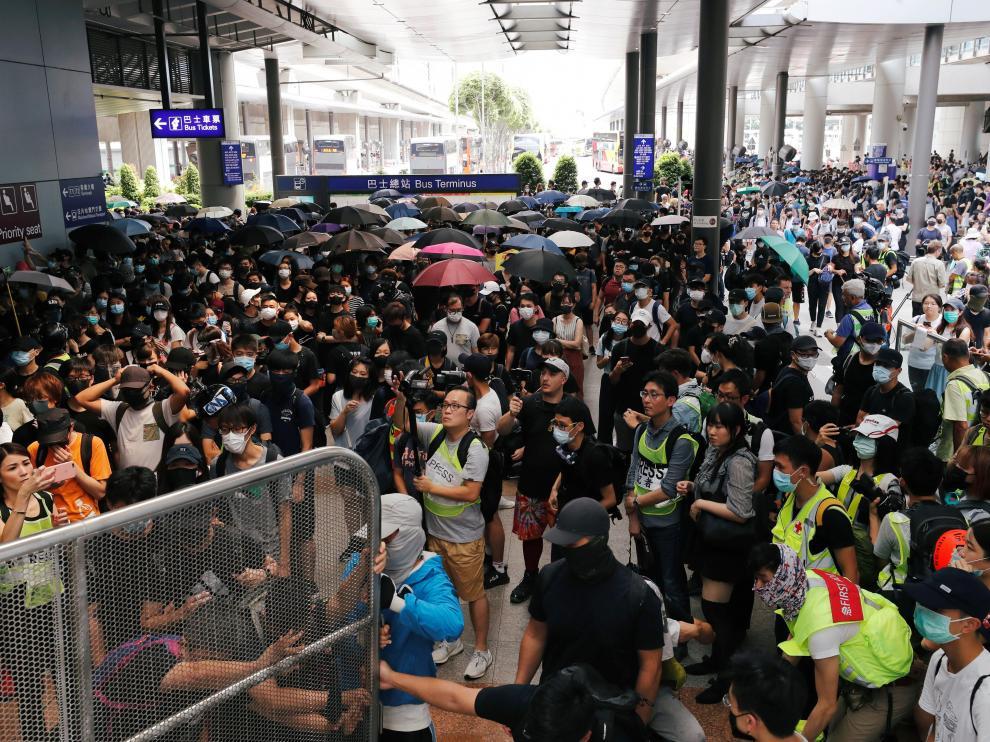 Protestas en el aeropuerto de Hong Kong este domingo