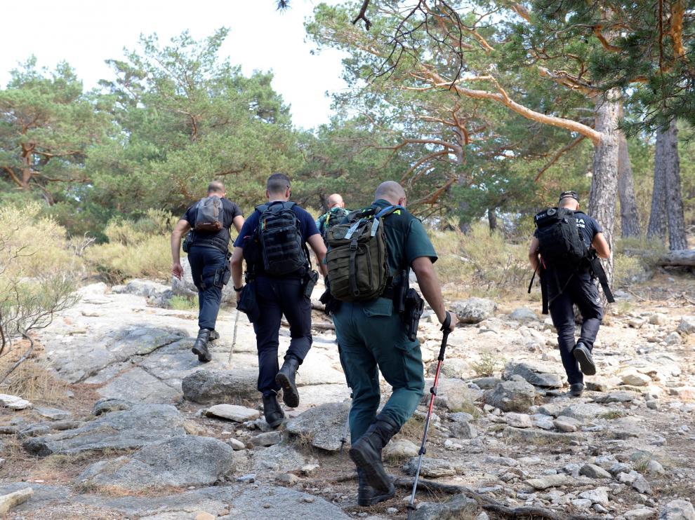Uno de los equipos que participan en la búsqueda de la medallista olímpica Blanca Fernández Ochoa, ayer, en la sierra de Madrid.