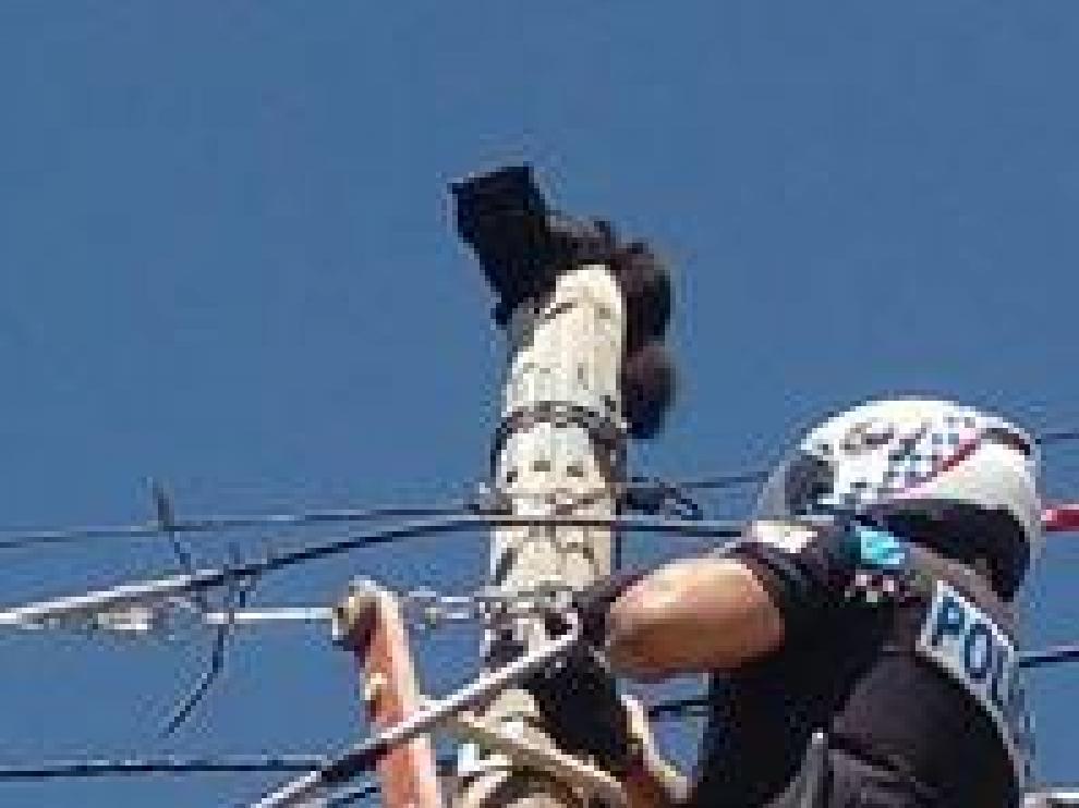 Rescate de un gato en un poste de Teruel