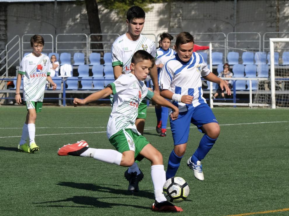 Un lance del partido entre el Peñas Oscenses y el Ejea de División de Honor Infantil.