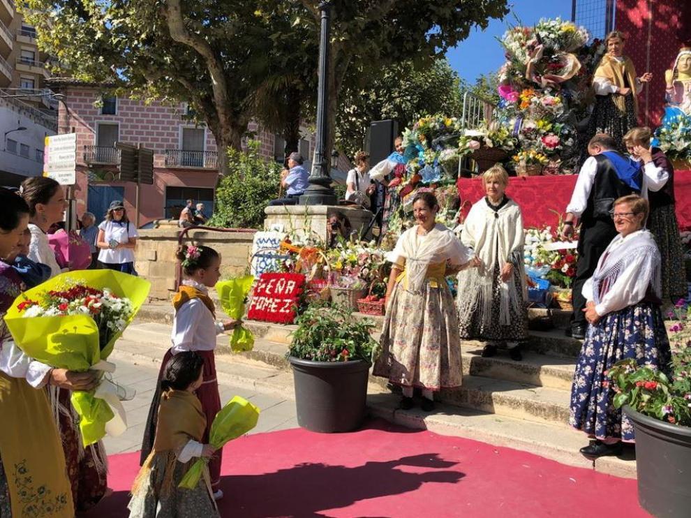 Ofrenda de flores y frutos a la Virgen del Pueyo en Barbastro