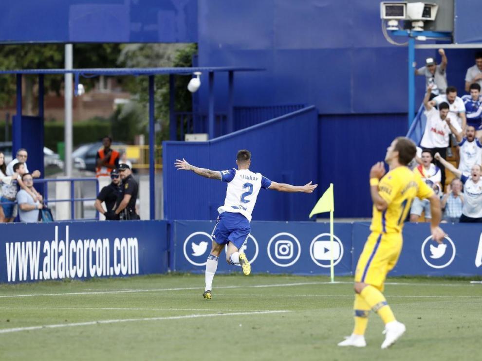 Vigaray celebra el 0-3 anotado por él en el minuto 90 del partido Alcorcón-Real Zaragoza.