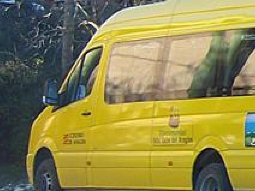 Uno de los vehículos que realizan rutas escolares.