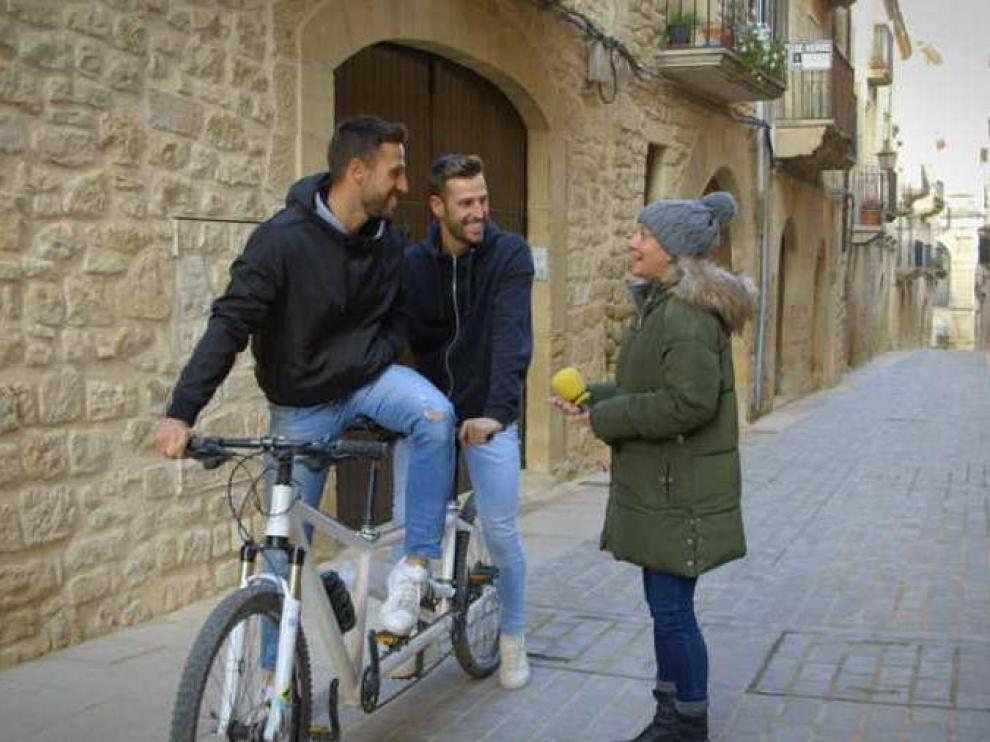 Eva Hache en una calle de Calaceite