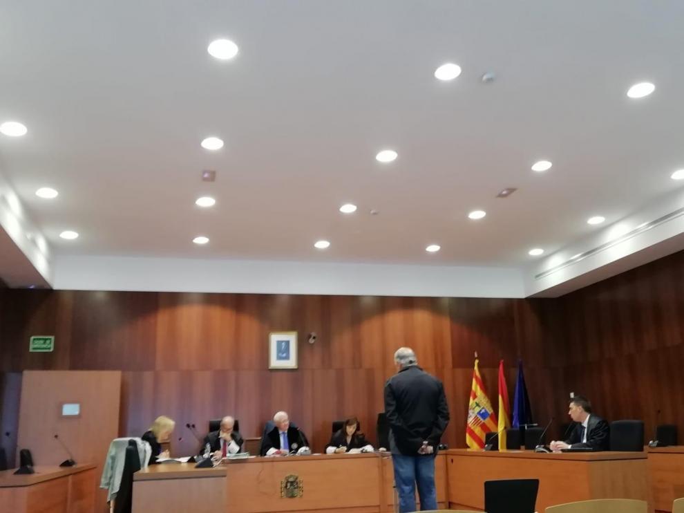 El acusado, durante su declaración ayer ante los magistrados de la Audiencia Provincial de Zaragoza.
