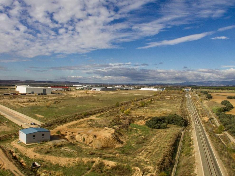 La terminal se situaría en una parcela de 10 hectáreas situada entre la actual plataforma logística y la variante ferroviaria de Huesca.