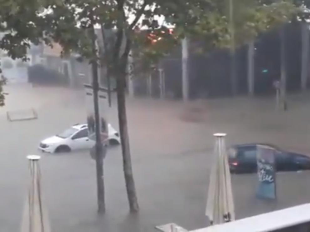Las lluvias inundan bajos y obligan al cierre de comercios en la Costa Brava.