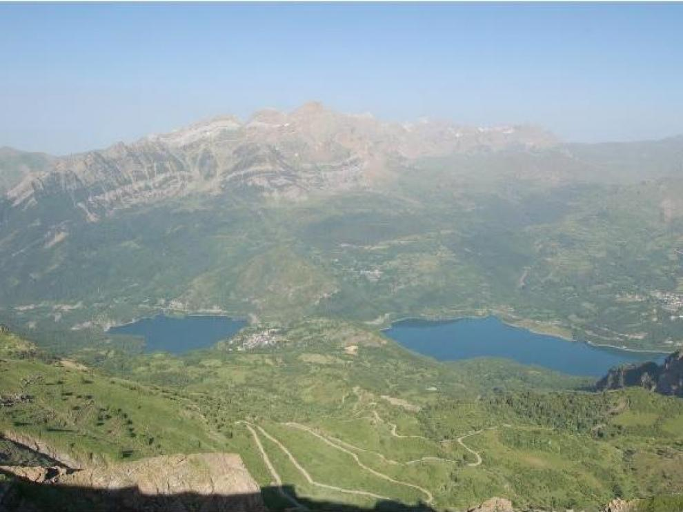 Vistas del valle de Tena en verano desde el punto donde se ubicaría el mirador-pasarela de Panticosa.