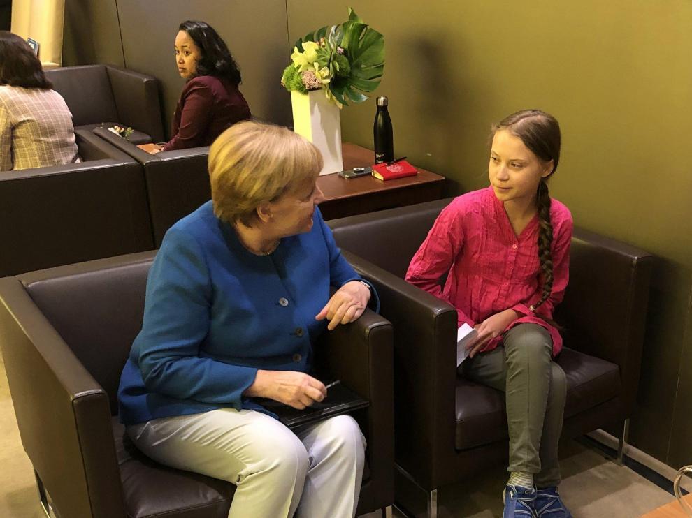 Greta Thunberg hablando con Angela Merkel