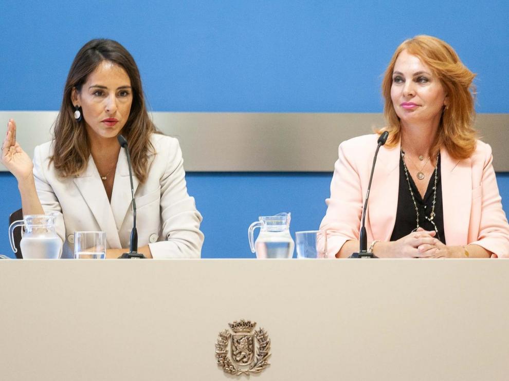 Las concejales de Hacienda y Economía, María Navarro y Carmen Herrarte, respectivamente