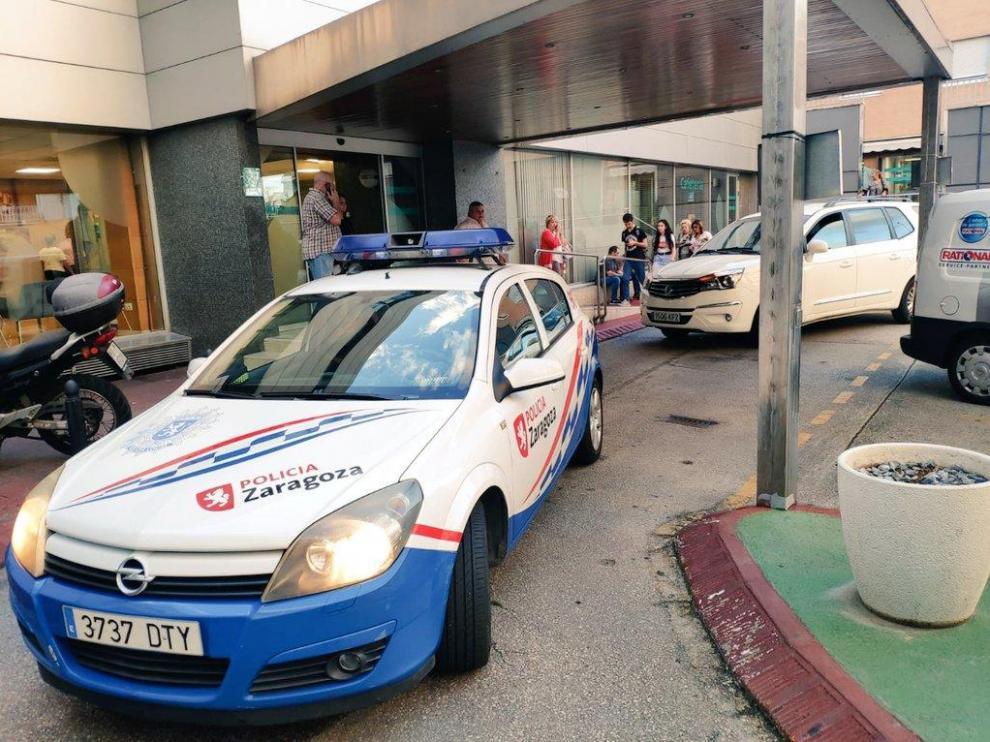 Los agentes escoltaron el vehículo con la mujer embarazada hasta el hospital.