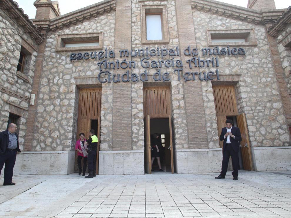 Homenaje al musico anton Garcia Abril, al que han puesto su nombre a la escuela municipal de musica de Teruel. Foto Antonio Garcia. 05-05-11