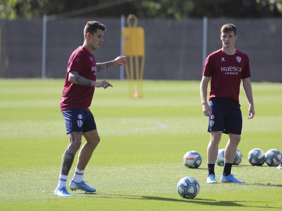 Dani Raba, junto a Sergio Gómez, en el entrenamiento de este viernes en el IES Pirámide.
