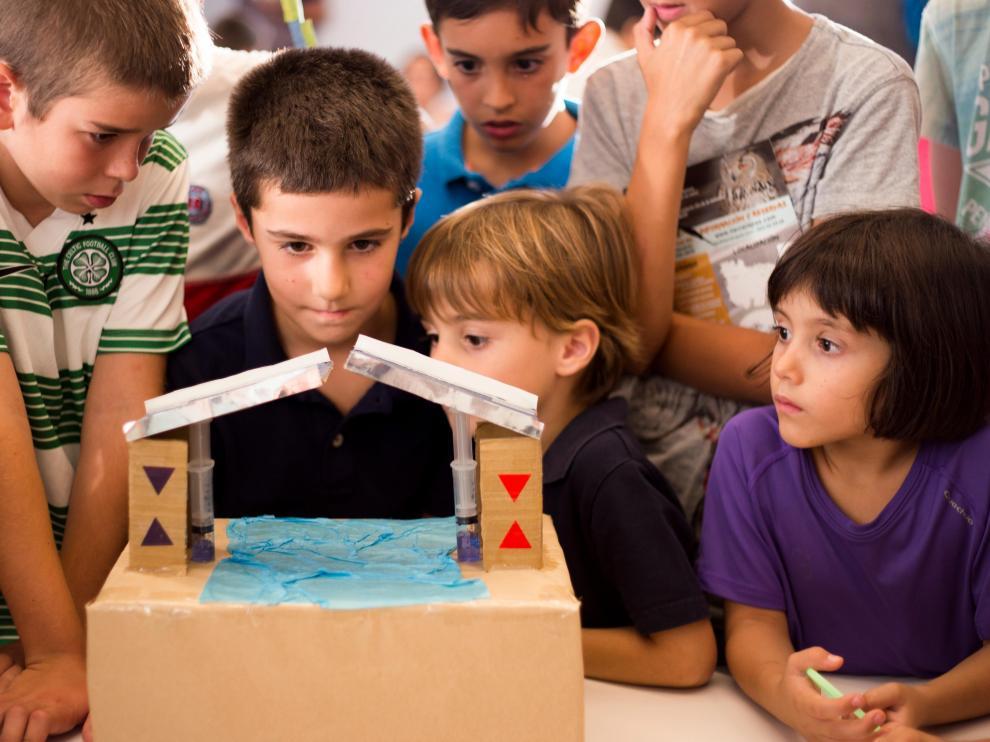 Escolares, con sus proyectos, en la pasada edición del concurso 'Yo quiero ser inventor'
