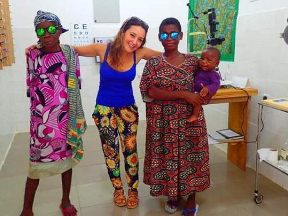 Olga Arbeláez, óptica-optometrista en el hospital de Ebomé, en Camerún.