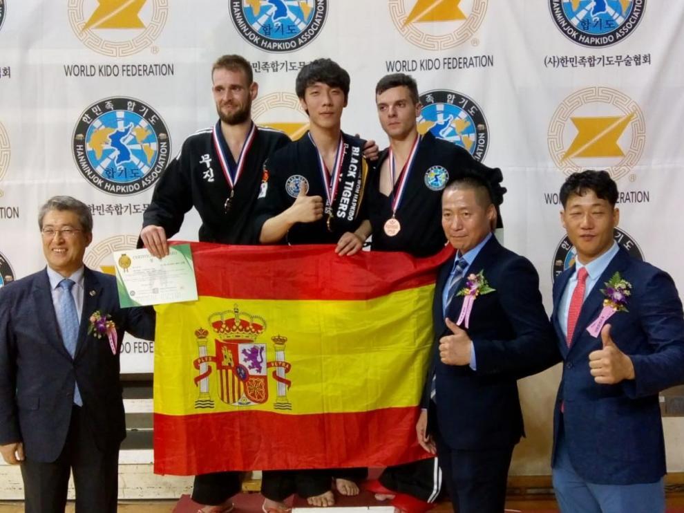 Christopher García Hogg, en el podio durante su participación en el Mundial de hapkido.