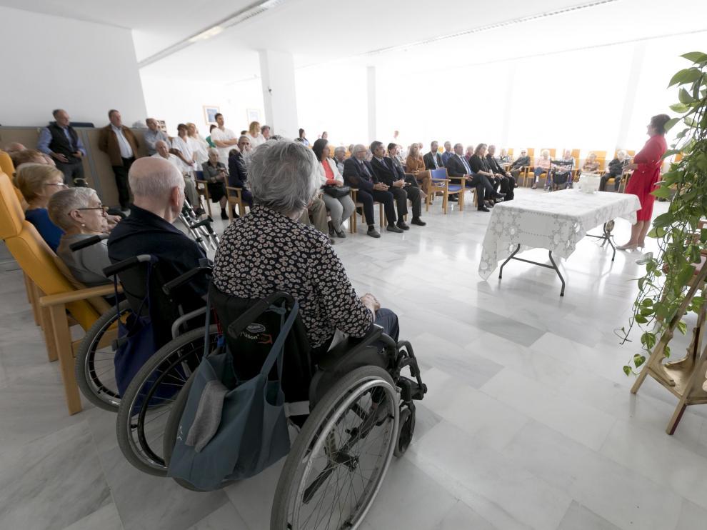 La consejera María Victoria Broto ha asistido a la celebración del décimo aniversario de Casa Aísa.