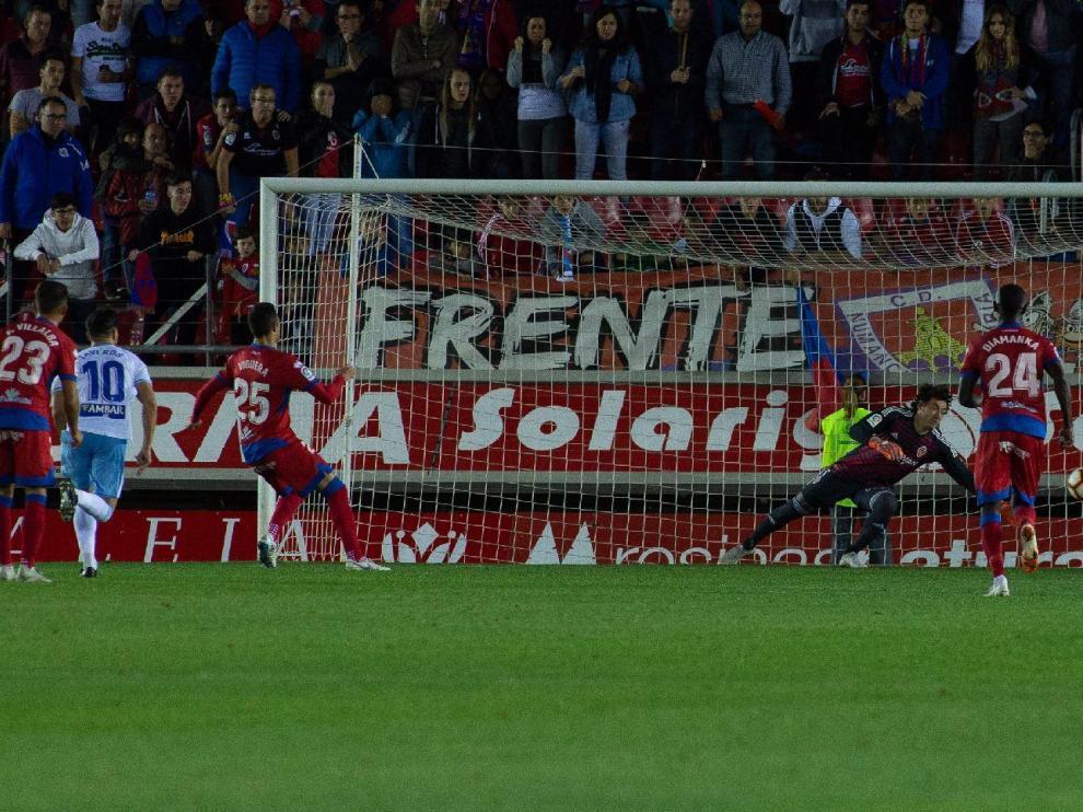 Momento en el que Viguera anotó el 1-0, de penalti, que dio el triunfo del Numancia ante el Real Zaragoza el año pasado en Los Pajaritos, justo el 13 de octubre, misma fecha en la que se jugará este duelo un año después.