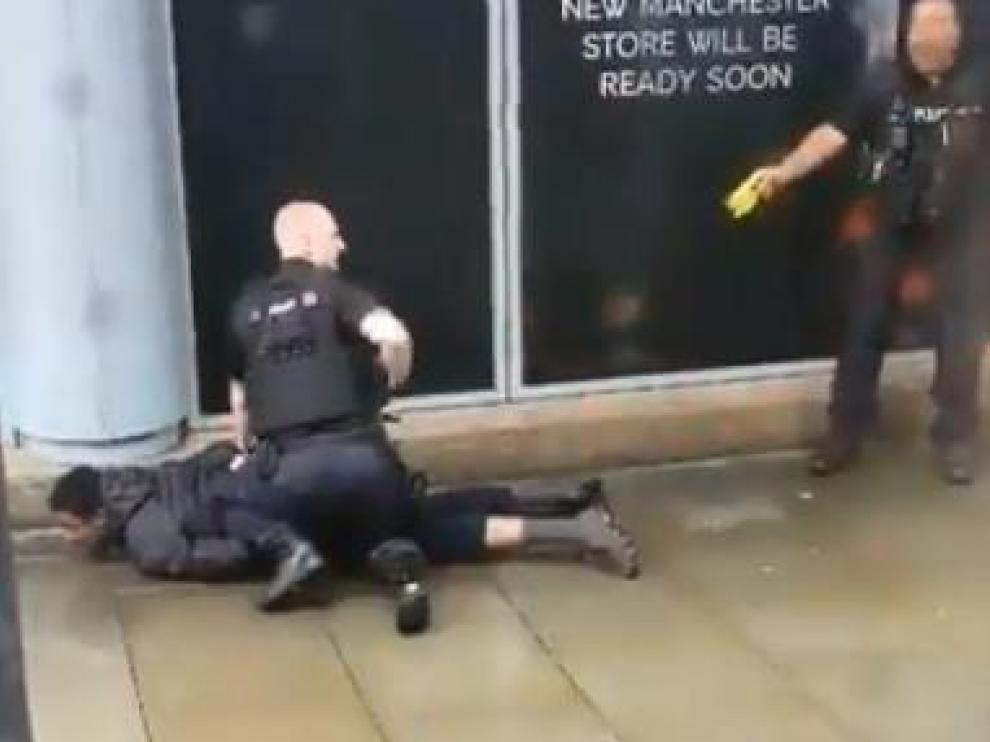 La policía de Mánchester detiene a un hombre tras el ataque.