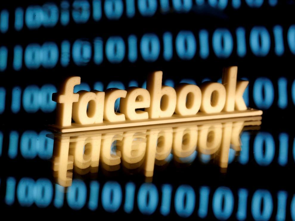 Acusan a un hombre de violar a su pareja en venganza por un 'like' en Facebook.