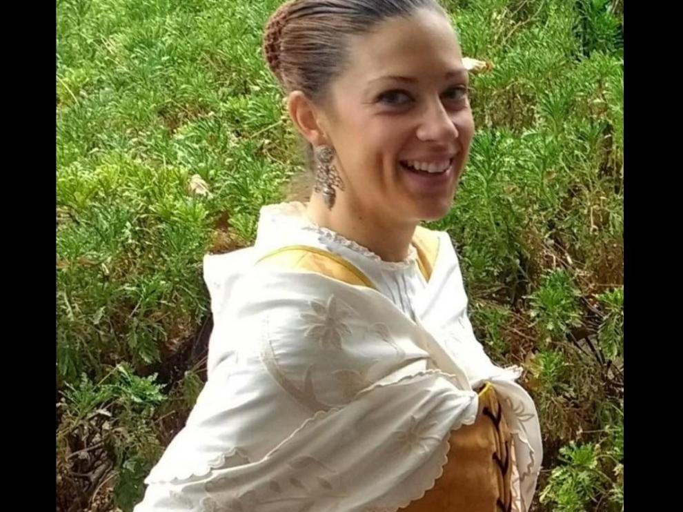 Soledad Martínez, con el manto que extravió en Zaragoza el día del Pilar