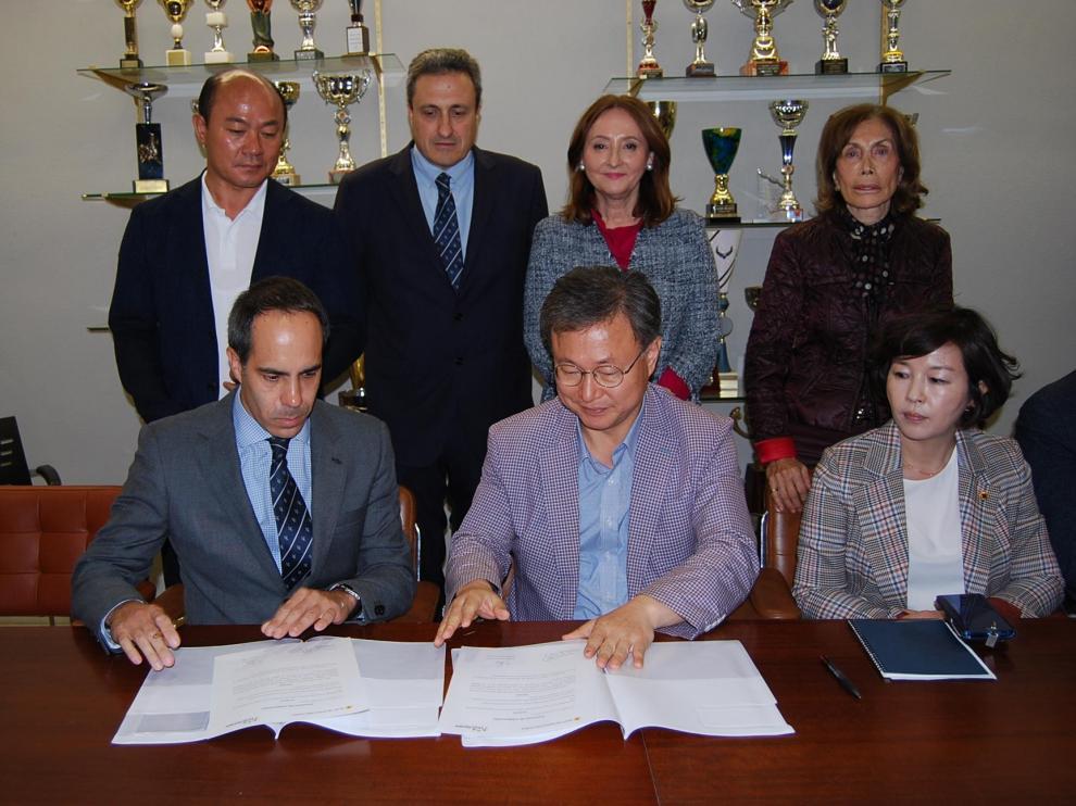 El Liceo Europa y el Comité de Educación de Seúl firman un acuerdo de colaboración.