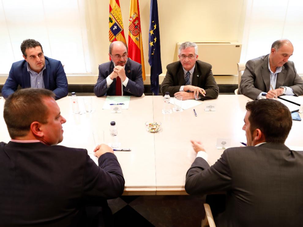 Javier Lambán y Joaquín Olona durante la reunión con representantes de las organizaciones agrarias.