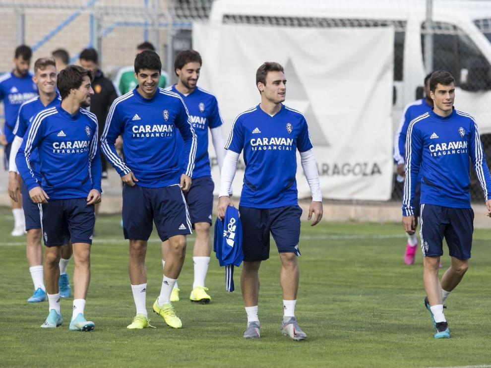 Los jugadores del Real Zaragoza, en el último entrenamiento antes de recibir al Mirandés, en la mañana del sábado.