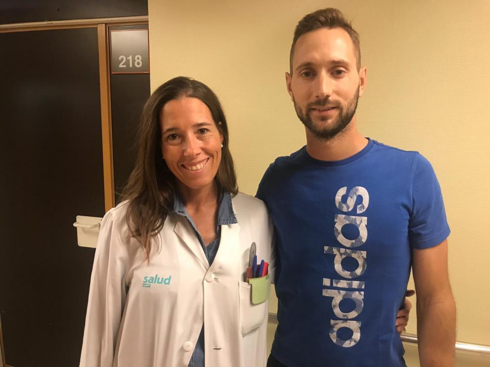 Guindi con la cirujana Pilar Val-Carreres