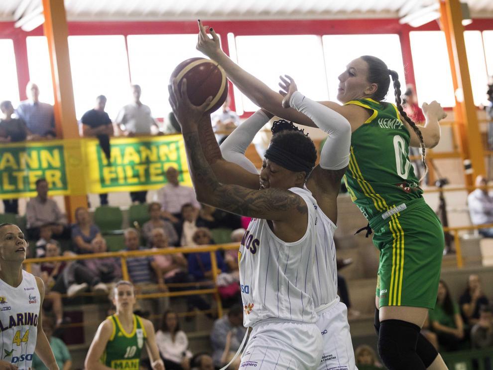 El partido entre el Mann Filter y el Clarinos Tenerife se disputó en el Stadium Casablanca