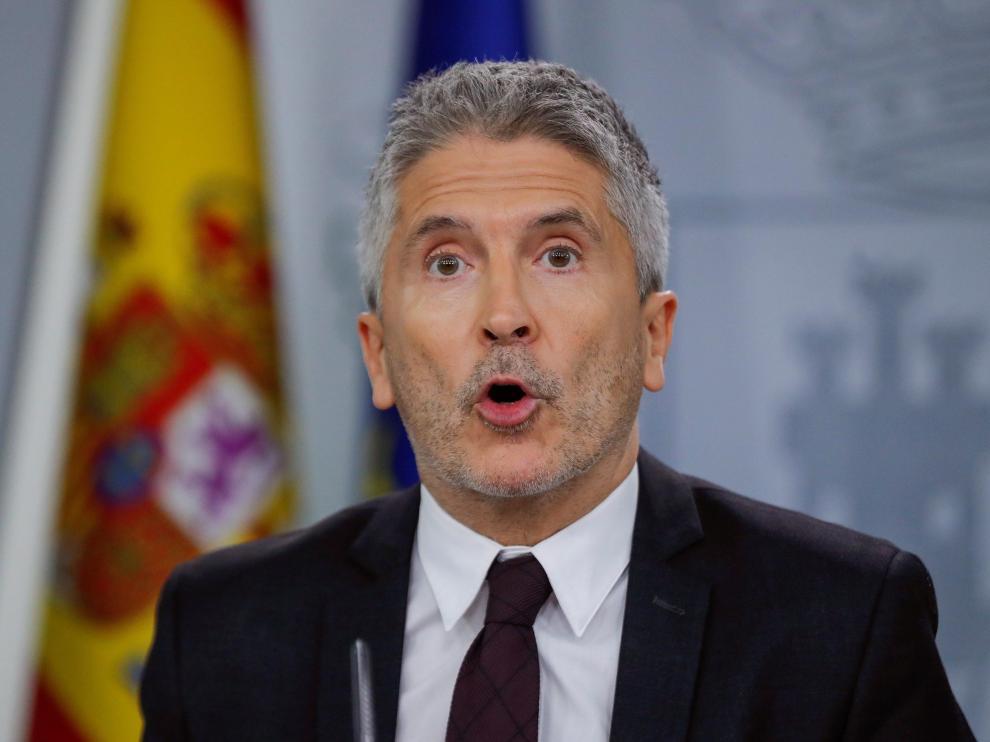 El ministro del Interior, Fernando Grande-Marlaska, en rueda de prensa este domingo, con motivo de los disturbios en Cataluña.