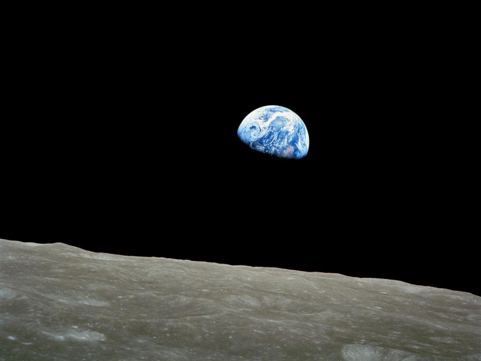 En 1968, mandamos astronautas a explorar la Luna y nos descubrimos a nosotros mismos: desde allí, la Tierra se ve como nuestra casa común, sin fronteras