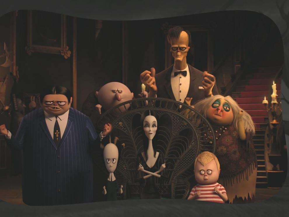 Fotograma de la familia Addams de 2019