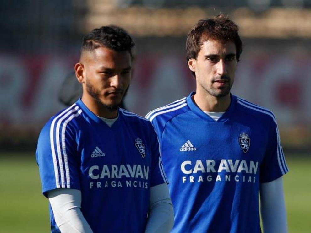 Luis Suárez y Eguaras, este viernes en un lance del entrenamiento del Real Zaragoza.