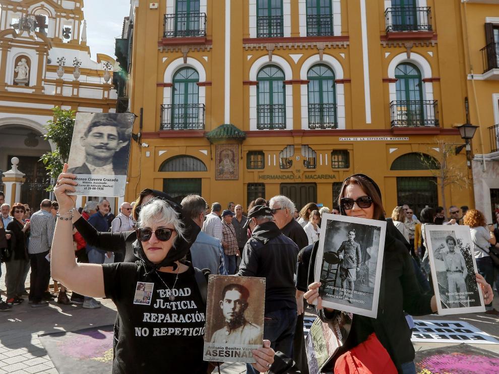 Protestas en el cementerio de La Macarena.