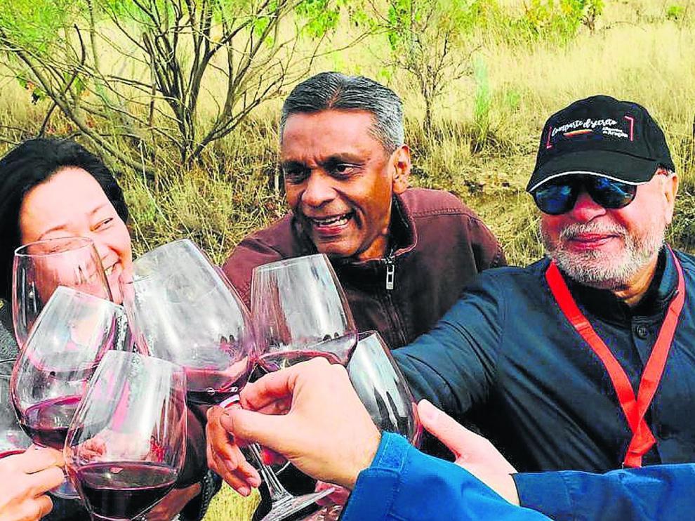 Importadores de Malasia y Singapur brindan con vino aragonés durante su visita a bodegas de las cuatro denominaciones de origen de la Comunidad.