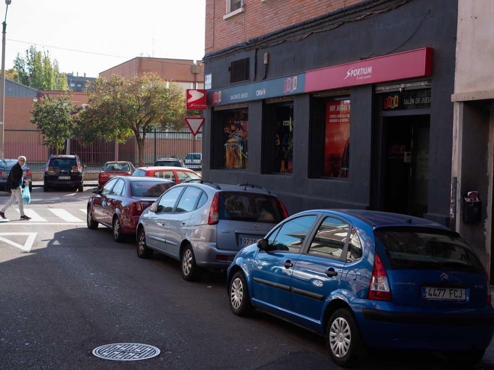 El instituto Pablo Serrano de Las Fuentes tiene una casa de apuestas al otro lado de la calle.
