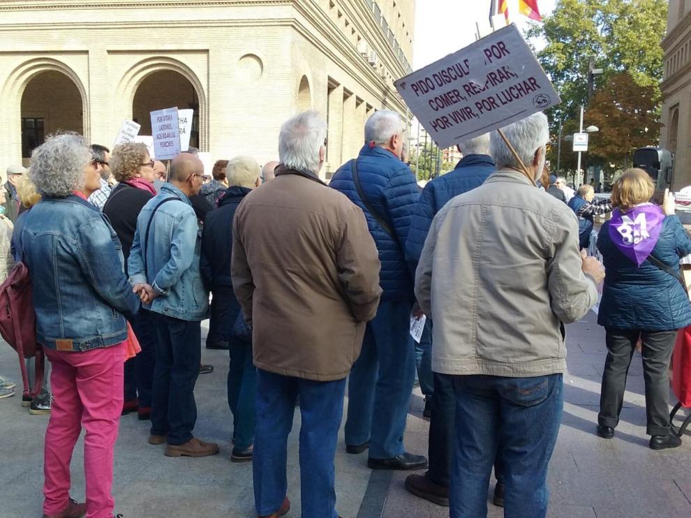 Protesta de pensionistas en la plaza del Pilar.