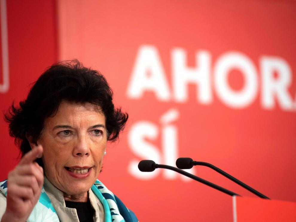 Isabel Celaa durante un acto de campaña.