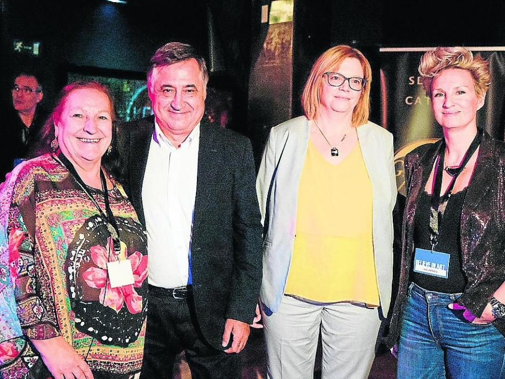 Premios Believe in Art en Zaragoza: Marisa Vela, Gervasio Sánchez, Pilar Aguilar y Beatriz Lucea, en el café cabaret El Plata.