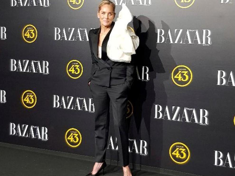 Sharon Stone posa antes de recibir un premio en Madrid.