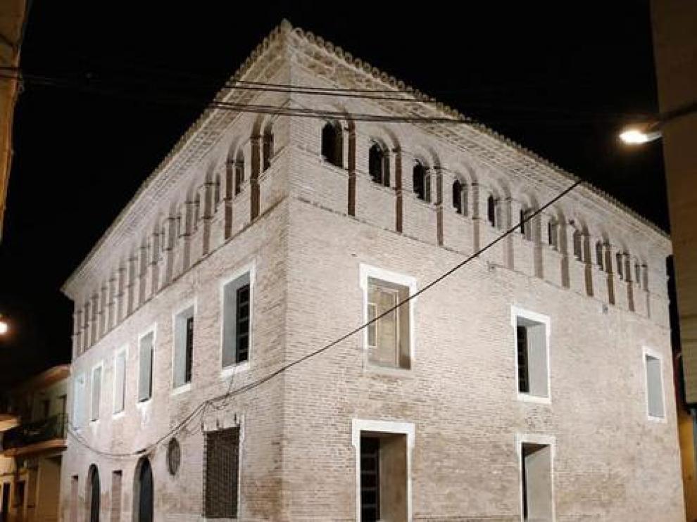 Las fachadas sur y oeste de la casa del cura, renovadas.