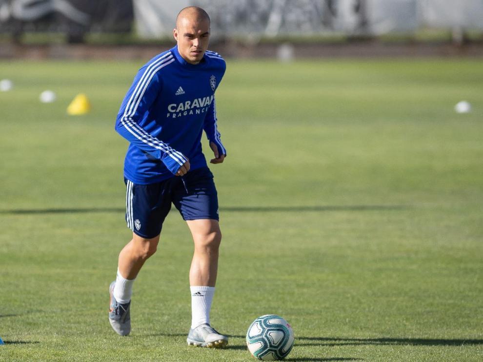 Jorge Pombo, con el balón en un ejercicio de entrenamiento.