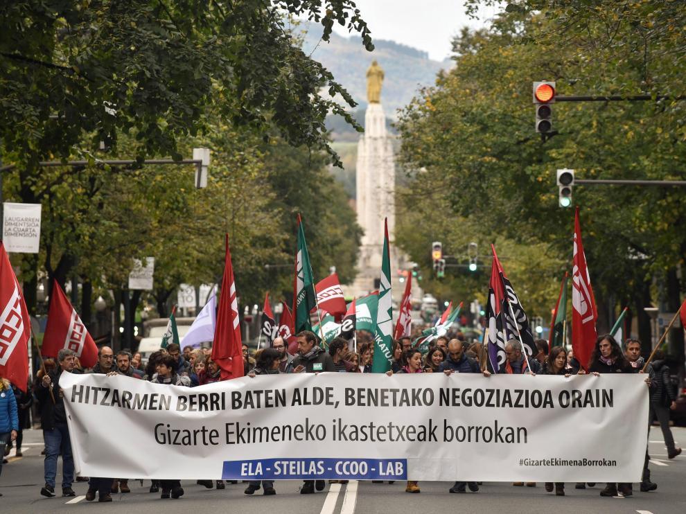 Profesores de la enseñanza concertada del País Vasco en una protesta esta semana, en Bilbao.