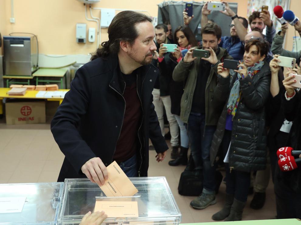 Pablo Iglesias, líder de Podemos, vota en Madrid.